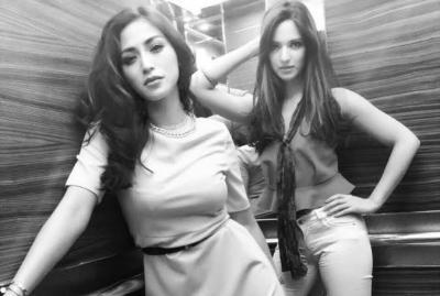 Gaya Centil Jessica Iskandar dan Nia Ramadhani Berfoto dengan Ibu Hamil
