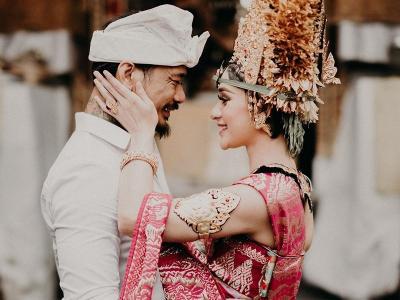 Romantisnya Nora Alexandra Potongi Kuku Kaki Jerinx SID