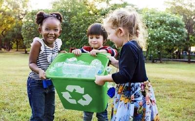 Peduli Lingkungan, Ini Tips Ajak Anak Bijak Berplastik