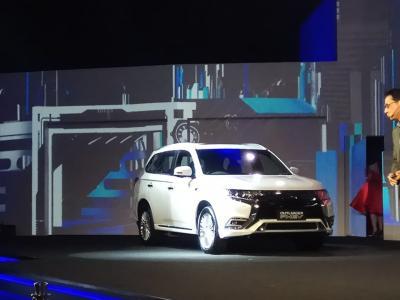 Mitsubishi Outlander PHEV Raih Predikat Mobil Aman dari NHTSA