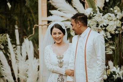 Akhirnya, Glenn Fredly Rilis Foto Pernikahan dengan Mutia Ayu