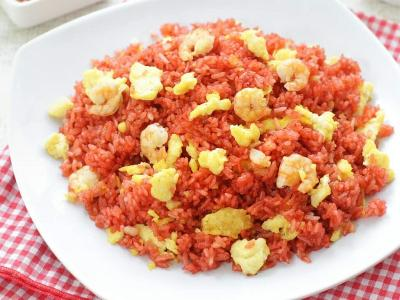 Resep Akhir Pekan Santap Nasi Goreng Merah, Super Gurih!