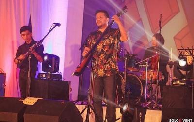 Manggung di Balkon Jazz Festival, Payung Teduh Ajak Penonton Jajan