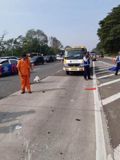 Terkait Kecelakaan di Tol Sentul, Simak 6 Manfaat Cek Tekanan Ban Mobil