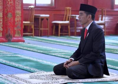 Jokowi Salat Istisqa Bareng Warga di Riau, Begini Tata Cara dan Doanya