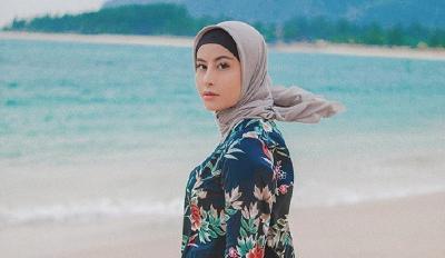 Tampil Mengenakan Hijab, Awkarin Hijrah?