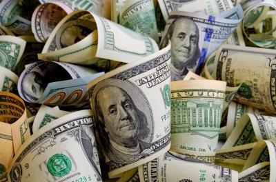 The Fed Pangkas Suku Bunga, Dolar AS Melesat