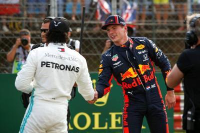 Bukan Ferrari, Hamilton Waspadai Ancaman Red Bull di F1 GP Singapura 2019