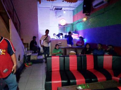 Razia Kafe Malam di Tangsel, 5 PSK dan Ratusan Miras Diamankan