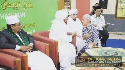 Bertemu Habib Umar, Ustadz Felix Siauw Titip Pesan Rindu kepada Rasulullah