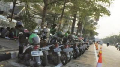 Jalur Khusus Sepeda di Jakarta Malah Jadi Parkiran Ojek Online