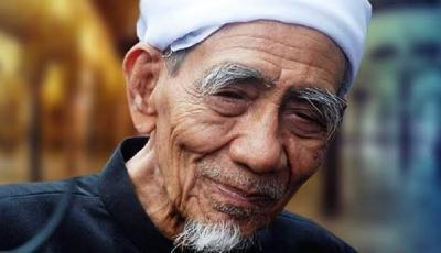 Kisah Dua Habib Takjub Menyaksikan Karomah Mbah Moen