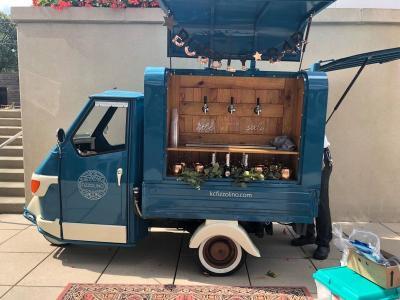 Kerennya Modifikasi Kendaraan Roda Tiga Layaknya Pabrik Minuman Anggur Berjalan