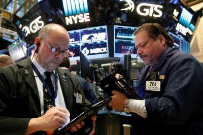 Wall Street Jatuh karena Sengitnya Perang Dagang AS-China