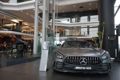 Perkuat Layanan, Mercedes Benz Resmikan Diler Terbesar di Jakarta