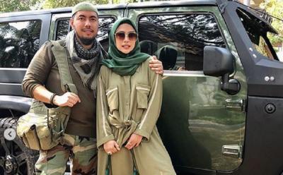 Pose Romantis Pasangan Halal ala Army Style Heidy dan Sunan, Lihat Yuk!