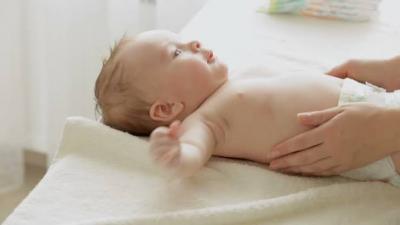 Untuk Bayi Baru Lahir, Baiknya Pilih Popok Kain atau Disposable Ya?