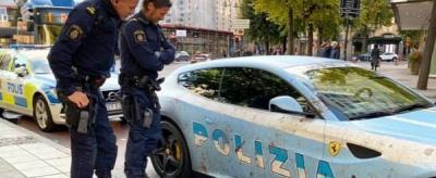 Dandan Ala Mobil Polisi, Ferrari Ini Tarik Perhatian Polisi Sungguhan