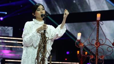 Mengintip Gaya Berjoget Isyana Sarasvati di The Voice Indonesia 2019