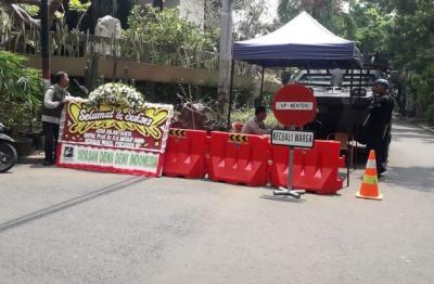 Karangan Bunga Mulai Berdatangan ke Rumah KH Ma'ruf Amin