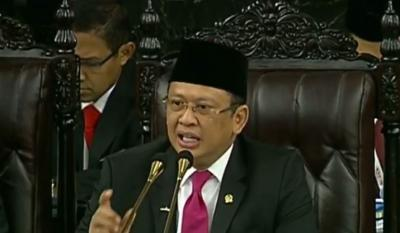 Komentari Penampilan KH Ma'ruf Amin, Bamsoet: Abah Pakai Celana!