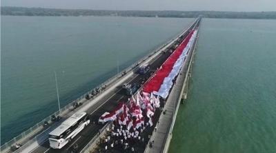 Pelantikan Jokowi-Ma'ruf, Diwarnai Pengibaran Bendera Merah Putih 1.000 Meter