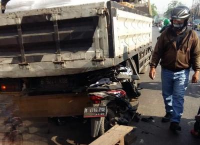 Pengendara Motor Tewas Usai Tabrak Truk Parkir di Bekasi