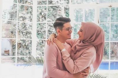 Suaminya Kena Kasus, Intip Kemesraan Zaskia Sungkar dan Irwansyah