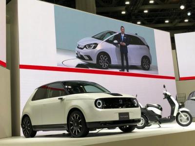 Intip Kelebihan Mobil Listrik Honda e yang Tampil di TMS 2019