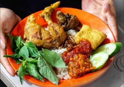 Viral Pecel Ayam Vs Ayam Lalapan, Mana Istilah yang Tepat? Ini Jawabannya