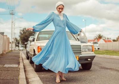 4 Gaya Hijabers Bernuansa Biru yang Bikin Penampilan Makin Cantik