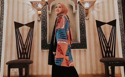 Padu Padan Outer dengan Hijab ala Nissa Sabyan yang Bisa Kamu Coba!