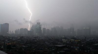 Hujan Disertai Petir Intai Jakarta Hari Ini