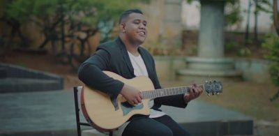 Kunci Gitar dan Lirik Lagu Cinta Luar Biasa oleh Andmesh Kamaleng