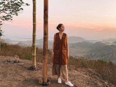 Serunya Cathy Sharon Berburu Sunrise Bukit Mantar Sumbawa Barat