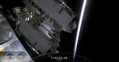 SpaceX Luncurkan 60 Satelit Mini untuk Akses Internet Murah