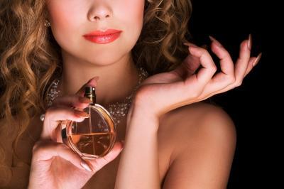 8 Cara Pakai Parfum yang Benar biar Wanginya Tahan Lama