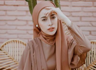Elegan dan Fashionable, Ini 3 Inspirasi Dress Coklat untuk Hijabers
