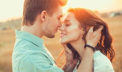 Ternyata, French Kiss Lebih Berisiko Tularkan Penyakit HIV Loh!