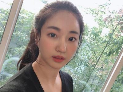 Netizen Terpesona Foto Selfie Kim Sa Rang, Awet Muda Seperti ABG!
