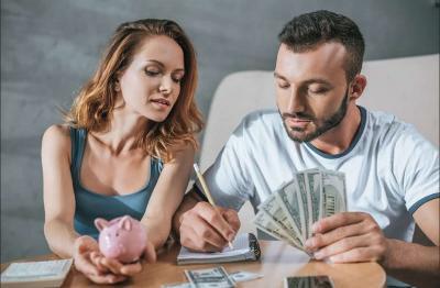 Gaji Istri Lebih Tinggi, Suami Rentan Kena Gangguan Mental