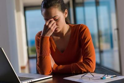 Wanita Lebih Sering Baper, Waspada Risiko Depresi Meningkat