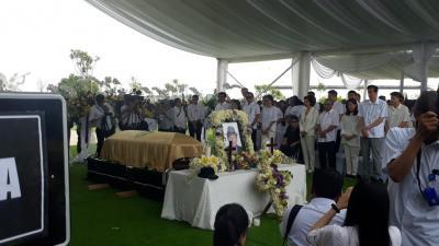 Jenazah Ciputra Tiba, Keluarga hingga Karyawan Padati Pemakaman