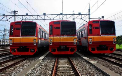 """Viral """"Pejuang KRL"""" Pertahankan Posisi, Netizen: Seperti di Jepang"""