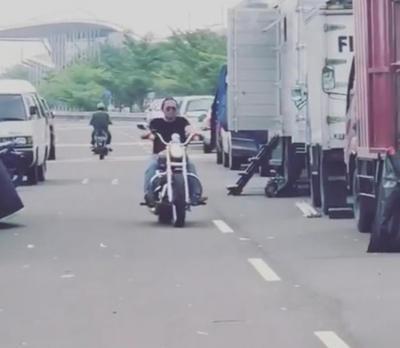Gaya Achmad Zaky Pendiri Bukalapak Kendarai Moge Harley Davidson hingga Motor Kecil