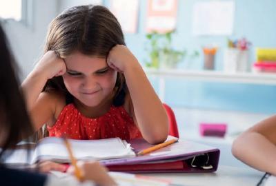 Frustrasi Kerjakan PR, Bocah Ini Nekat Telan Koin