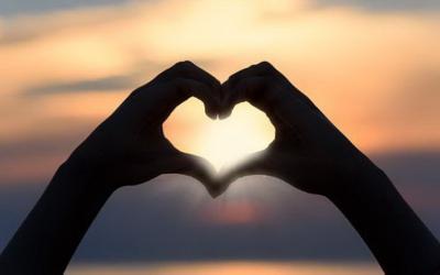 30 Tanda Kamu Sedang Jatuh Cinta, dari yang Sederhana Sampai Serius