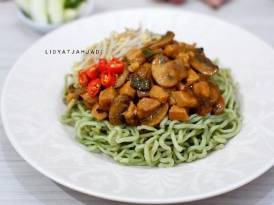 Mi Ayam Jamur dan Perkedel Jagung, Menu Makan Siang Praktis Bikin Lidah Bergoyang
