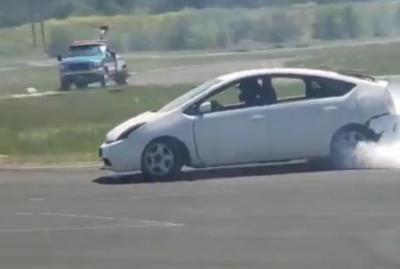 Tanam Mesin Turbo, Toyota Prius Tampil Gahar saat Ngedrift