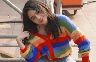 OOTD Colourful ala Tissa Biani, Imut Menggemaskan!